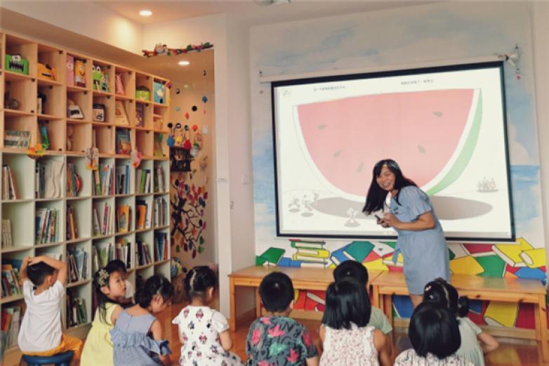 童声童色绘本馆加盟