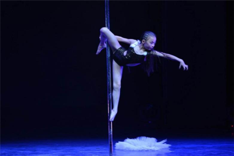 芭乐舞蹈钢管舞加盟