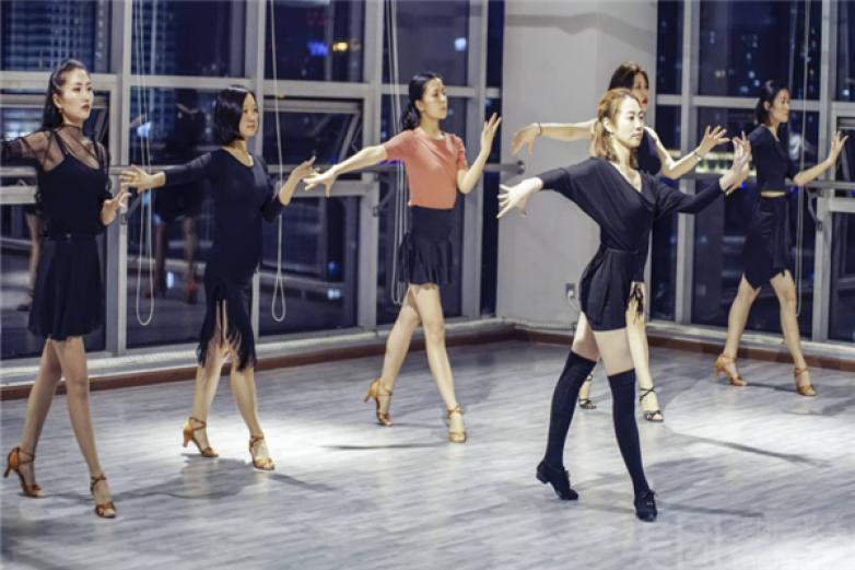 艺涓拉丁舞蹈加盟