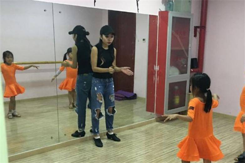 753舞蹈艺术培训加盟