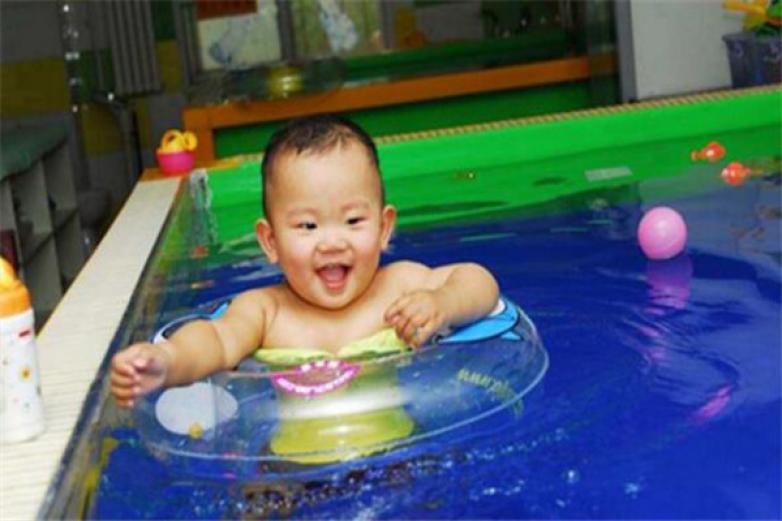 鸿鹄婴儿游泳馆加盟