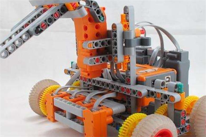中鸣机器人教育加盟