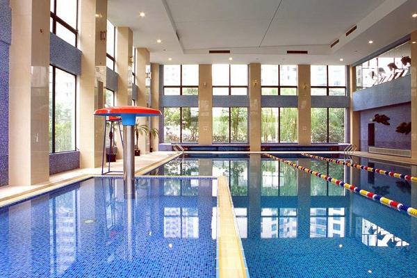 成人室内游泳馆加盟需要注意什么