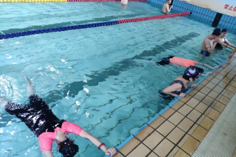 张教练游泳培训班加盟