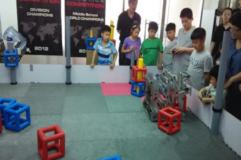 睿冠机器人教育加盟