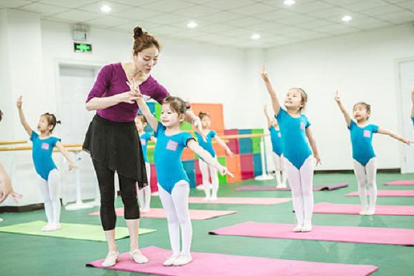 少儿舞蹈培训班加盟好项目诚邀您加入