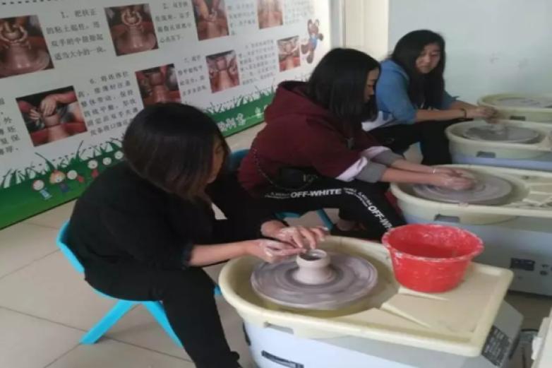 玩泥巴手工陶艺加盟