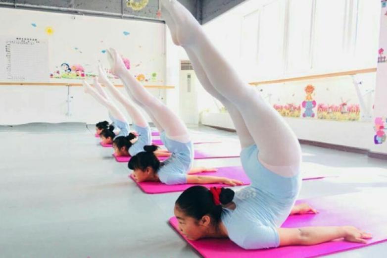 嫣然艺考舞蹈培训加盟