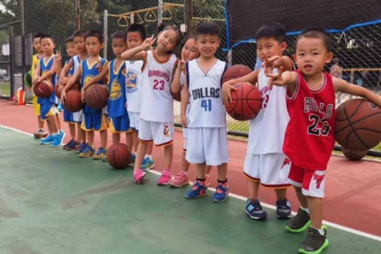 極光籃球俱樂部加盟