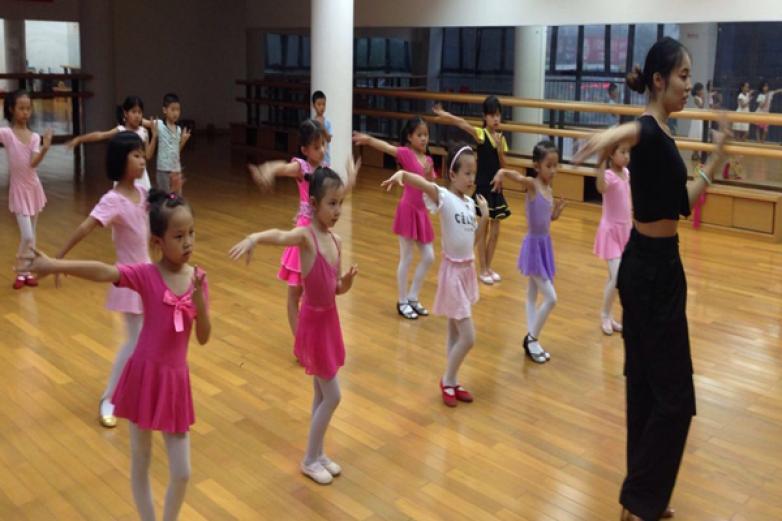 小蘋果舞蹈加盟