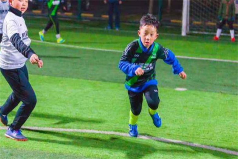 愛踢客青少年足球加盟
