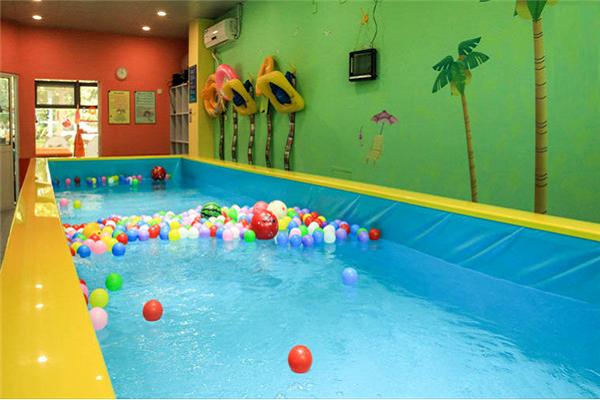 嬰幼兒游泳店