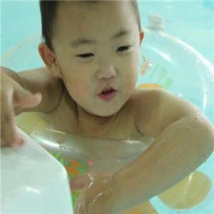 玲珑门婴儿游泳